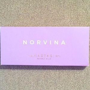 ABH Norvina eyeshadow palette NWT*